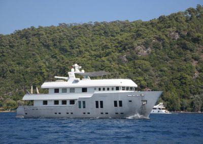 B NICE Steel Hull motor yacht