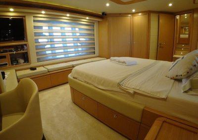 Master cabin (5)