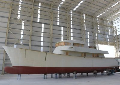 Expedition motor yacht 38 m composite epoxy hull