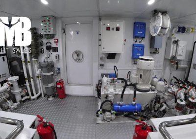13 Engine room (4)